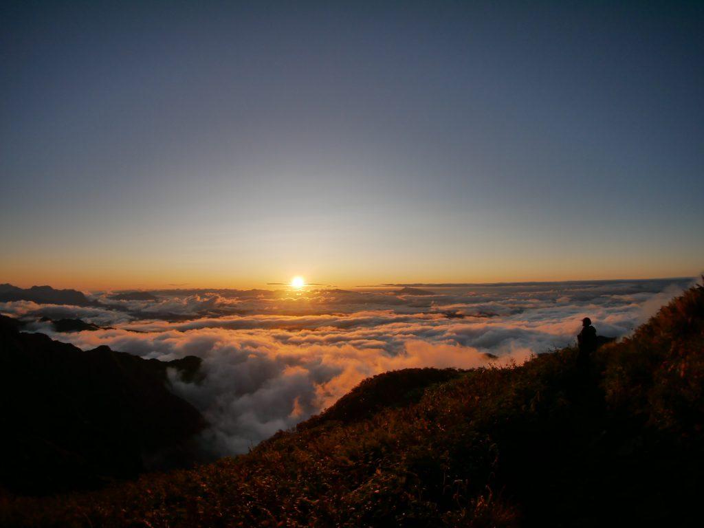 …ゆっくりと流れる雲を眺める時間が好きだ